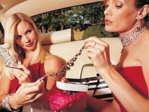 chicas-con-dinero-autos-lujosos